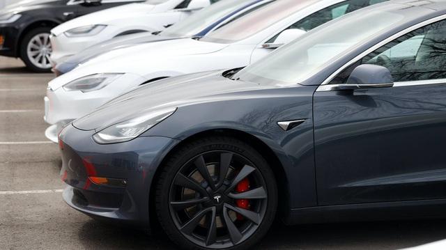 CEO Tesla Elon Musk lại phát ngôn gây sốc về COVID-19, Tesla gánh vạ lây