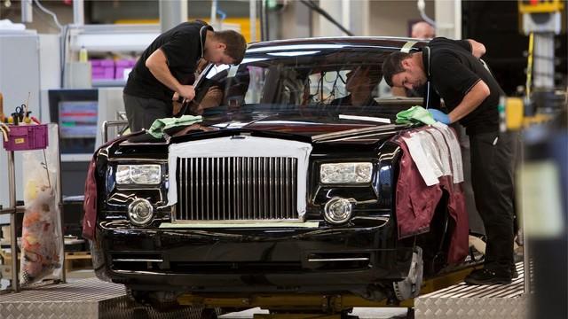 Rolls-Royce khởi động lại nhà máy đúng ngày sinh nhật, các đại gia vẫn vung tiền mua đều - Ảnh 1.