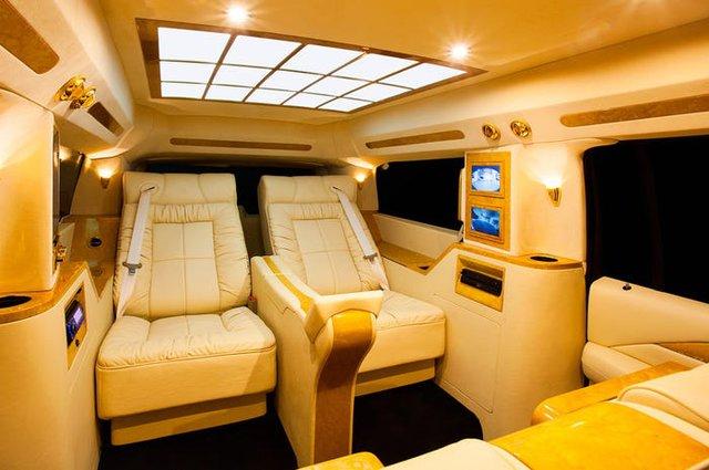 Cadillac Escalade ngoài bọc thép, trong dát vàng giá 500.000 USD cùng 5 bản độ chất ngất khác làm siêu lòng giới siêu giàu  - Ảnh 10.