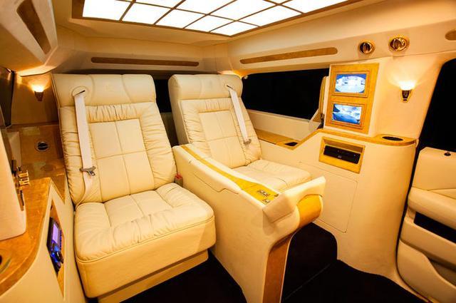 Cadillac Escalade ngoài bọc thép, trong dát vàng giá 500.000 USD cùng 5 bản độ chất ngất khác làm siêu lòng giới siêu giàu  - Ảnh 11.