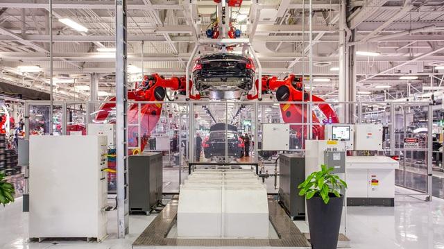 Tesla ngó lơ luật địa phương, tự mở cửa lại nhà máy
