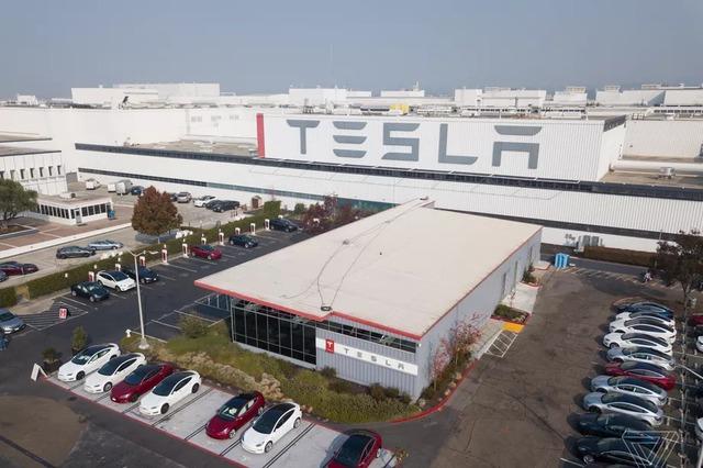 Tesla ngó lơ luật địa phương, tự mở cửa lại nhà máy - Ảnh 1.