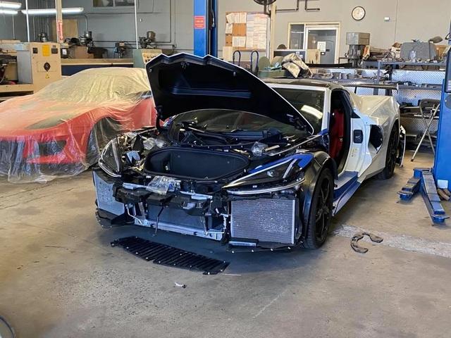 Chevrolet Corvette có tùy chọn cửa cánh chim Lamborghini - Ảnh 1.