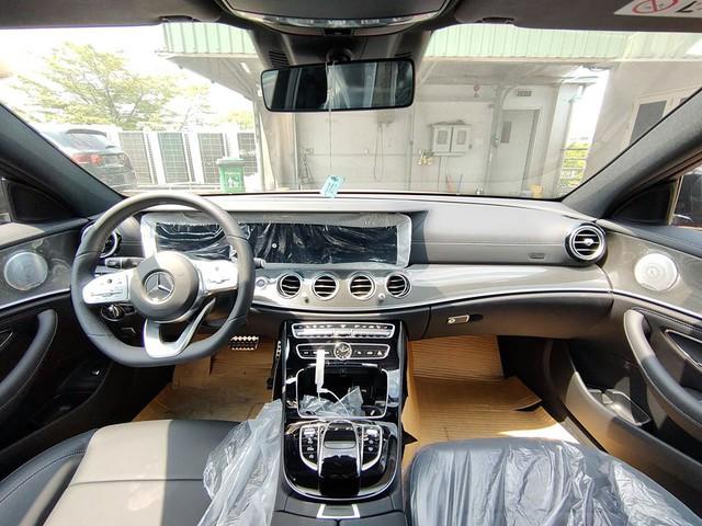 Mercedes-Benz E 300 AMG 2020 chính hãng thanh lý sau 20 km: Giá lăn bánh ngang giá niêm yết mua mới - Ảnh 2.