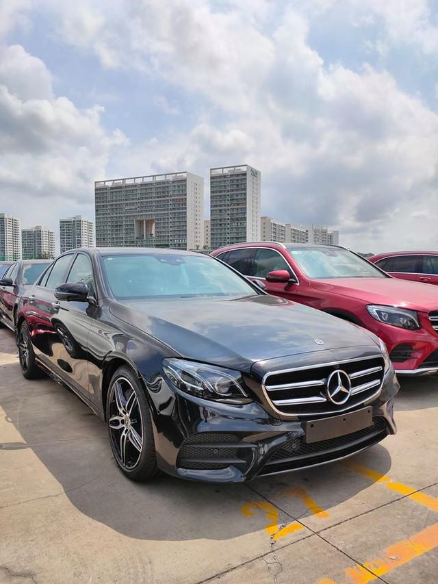 Mercedes-Benz E 300 AMG 2020 chính hãng thanh lý sau 20 km: Giá lăn bánh ngang giá niêm yết mua mới - Ảnh 1.