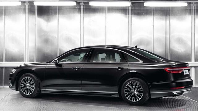 Ra mắt Audi A8 L Security: Bọc thép, khó cháy, chống đạn, khử độc, bảo vệ khách VIP - Ảnh 2.