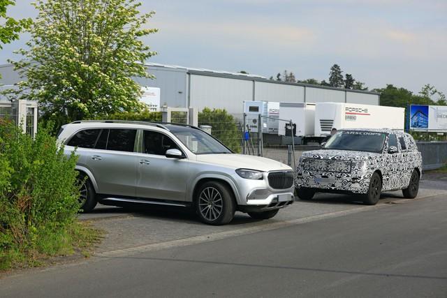 Range Rover 2022 lộ mặt lần đầu tiên, chạy thử cùng đối thủ đáng chú ý - Ảnh 4.