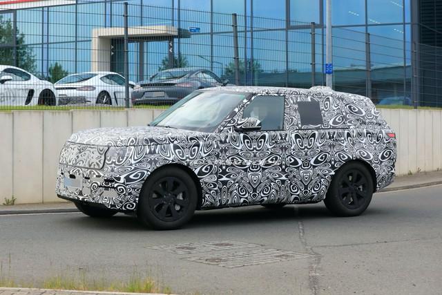 Range Rover 2022 lộ mặt lần đầu tiên, chạy thử cùng đối thủ đáng chú ý - Ảnh 5.