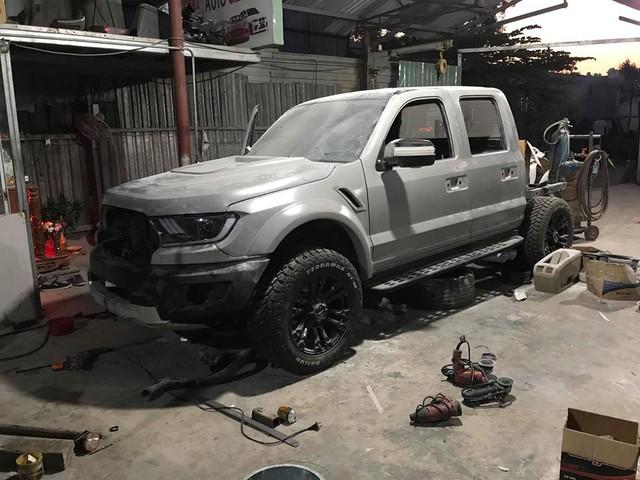Ford Ranger đời 'cổ' độ kỳ công thành Ranger Raptor được chào bán rẻ như Kia Morning, cộng đồng mạng nổ tranh cãi - Ảnh 3.
