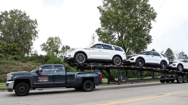 Ford Bronco hứa hẹn sẽ thành công hơn khi tránh được vết xe đổ của đàn anh Explorer - Ảnh 1.