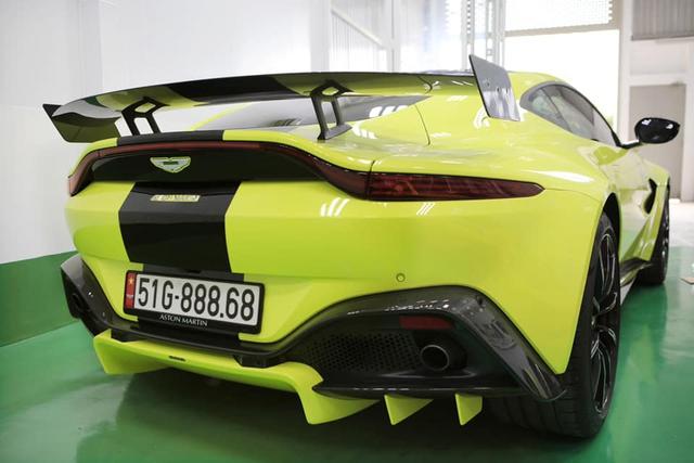 Đại gia Hoàng Kim Khánh lột xác Aston Martin V8 Vantage bằng toàn phụ kiện khủng trong lúc chờ McLaren Senna về Việt Nam - Ảnh 2.