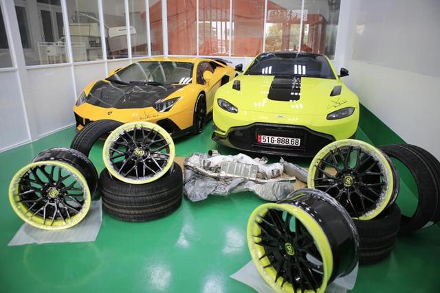 Đại gia Hoàng Kim Khánh lột xác Aston Martin V8 Vantage bằng toàn phụ kiện khủng trong lúc chờ McLaren Senna về Việt Nam - Ảnh 4.