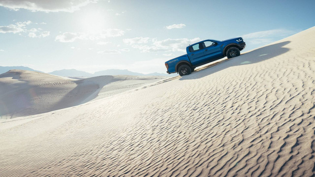 Ford Ranger Raptor thế hệ mới sẽ mạnh hơn cả Porsche 718 Cayman GTS, tính làm trùm phân khúc bán tải hạng nhẹ? - Ảnh 1.