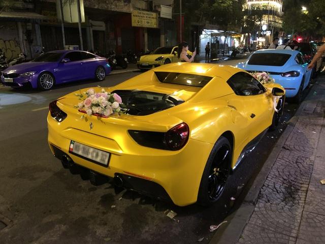 Siêu xe Ferrari 488 mui trần tiền tỷ làm xe hoa tại Sài Gòn - Ảnh 5.