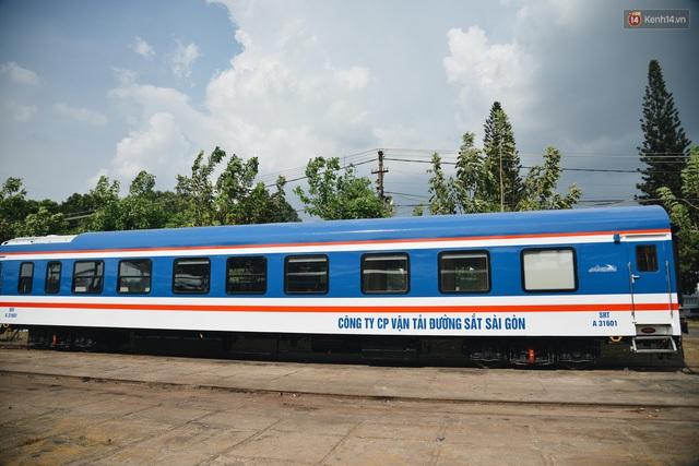 Cận cảnh toa tàu lửa có quầy bar và ghế massage thư giãn đầu tiên ở Việt Nam sắp đón khách - Ảnh 1.