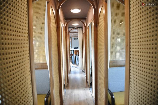 Cận cảnh toa tàu lửa có quầy bar và ghế massage thư giãn đầu tiên ở Việt Nam sắp đón khách - Ảnh 2.