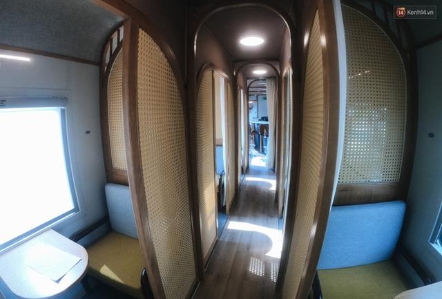 Cận cảnh toa tàu lửa có quầy bar và ghế massage thư giãn đầu tiên ở Việt Nam sắp đón khách - Ảnh 7.