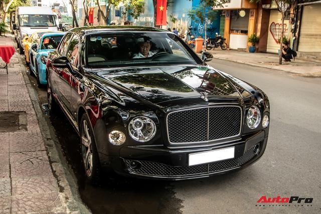 Dàn xe khủng giá không dưới 100 tỷ diễu hành rước dâu tại Sài Gòn - Ảnh 5.