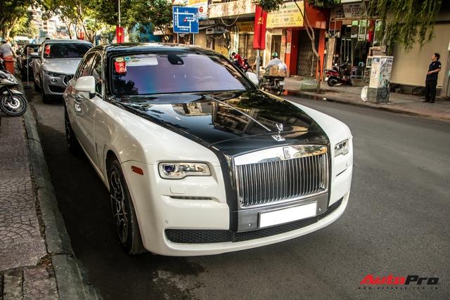 Dàn xe khủng giá không dưới 100 tỷ diễu hành rước dâu tại Sài Gòn - Ảnh 6.