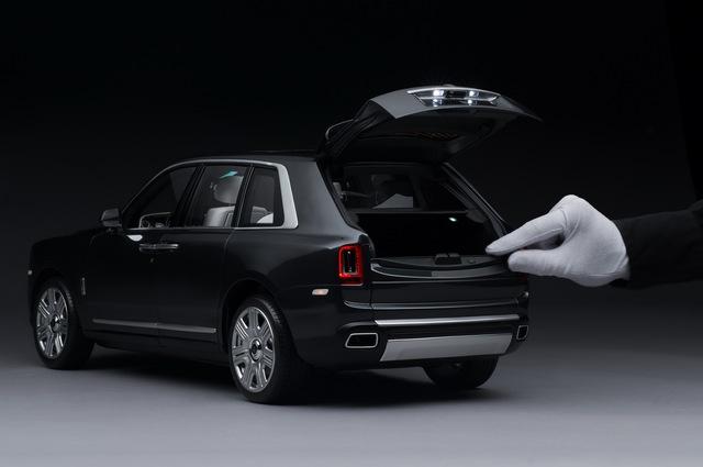 Rolls-Royce chế tạo xe mô hình Cullinan 'hoàn hảo' chiều lòng khách hàng - Ảnh 2.