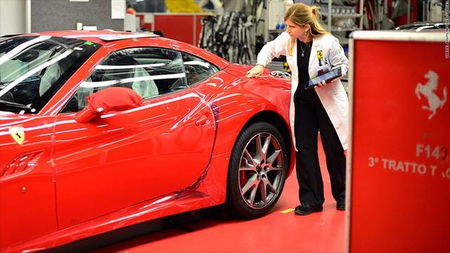 Nhân viên Ferrari bán xe tiền tỷ như thế nào? Họ kiếm được bao nhiêu mỗi năm? - Ảnh 1.