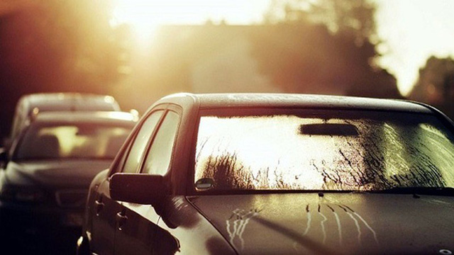 Ngủ trong ô tô bật điều hòa và những sai lầm chết người - Ảnh 1.