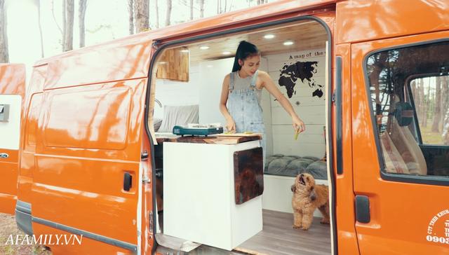 Đôi vợ chồng bỏ 120 triệu đồng mua ô tô cũ về làm thành ngôi nhà di động với đầy đủ bếp núc, phòng ngủ rồi chở con đi du lịch khắp Việt Nam! - Ảnh 3.