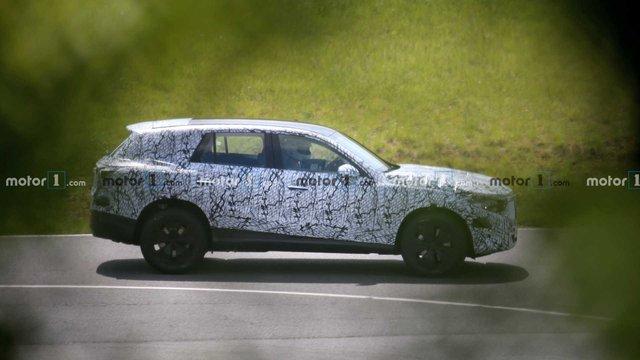 Mercedes-Benz GLC mới lộ mặt với kích thước trội hơn đáng kể - Ảnh 1.