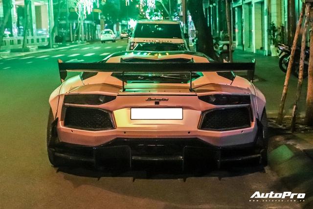 Hứa Hà Phương lần đầu cầm lái McLaren 720S Spider tới thánh địa siêu xe Sài Gòn, hội họp với một siêu phẩm khủng không kém lúc nửa đêm - Ảnh 3.