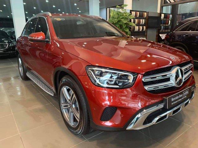 Đại lý vội bán Mercedes-Benz GLC 200 form mới khi vừa trưng bày và chạy chưa được 40km, giá 1,7 tỷ đồng - Ảnh 1.
