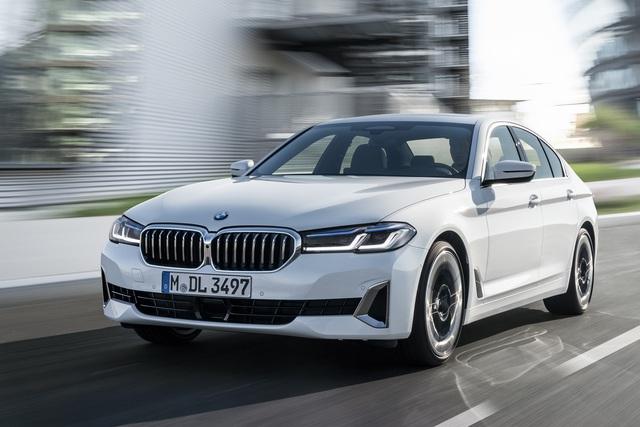 Ra mắt BMW 5-Series 2021: Không có lỗ mũi khổng lồ, thêm công nghệ mới, đáp trả Mercedes-Benz E-Class 2020 - Ảnh 4.
