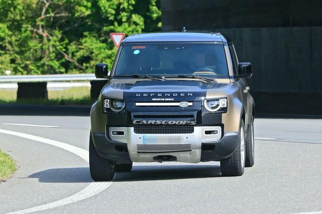 Đây là Land Rover Defender V8 chuẩn bị trình diện đấu vua địa hình Mercedes-AMG G63 - Ảnh 1.