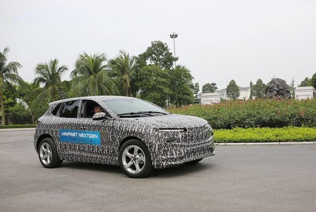 Xe VinFast ngang Honda CR-V bất ngờ lộ diện: Ra mắt tháng 11 tại Mỹ, bán ở nhiều nước, có tuỳ chọn động cơ xăng BMW - Ảnh 2.