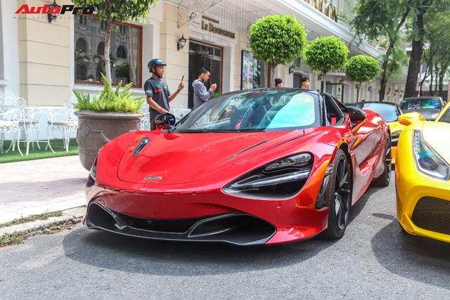 Cận cảnh siêu phẩm McLaren 720S Spider màu đỏ độc nhất Việt Nam của đại gia Hứa Hà Phương