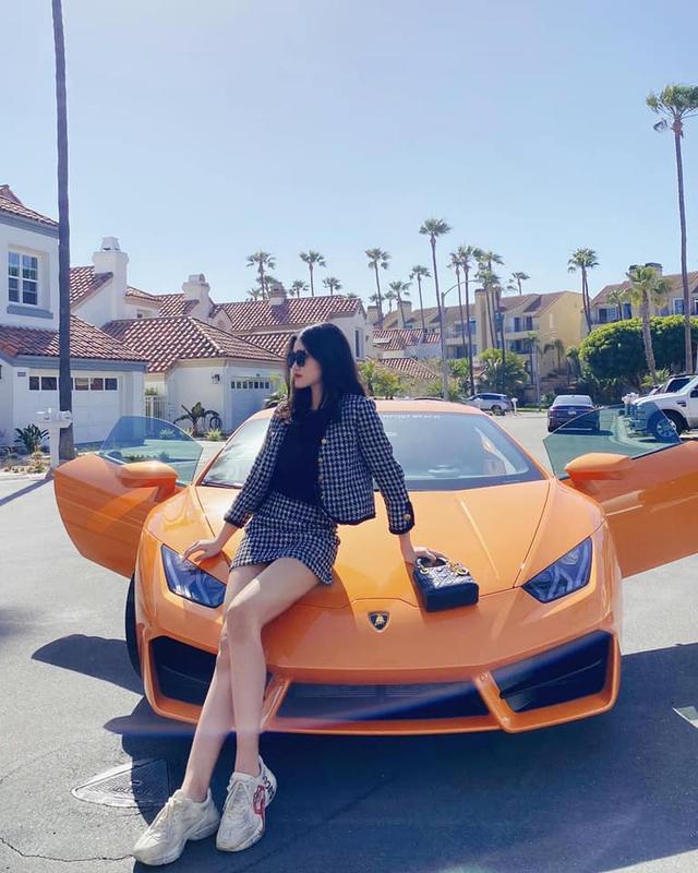 Rich kid Việt 17 tuổi khoe bộ sưu tập xe khủng: Lamborghini, Ferrari và Rolls-Royce... đỗ kín nhà - Ảnh 1.