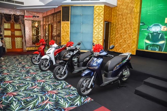 Hậu đổi tên, xe máy điện PEGA nhái Honda SH hạ giá 5,5 triệu đồng, cho khách thử 7 ngày rồi trả lại nếu không ưng