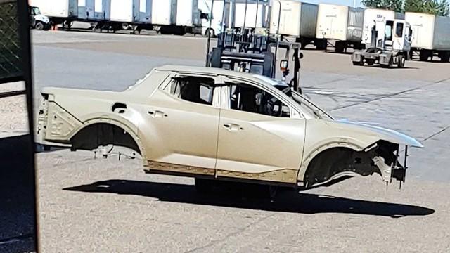 Xe bán tải Hyundai lần đầu khoe thân vỏ, có chi tiết giống Elantra mới - Ảnh 2.