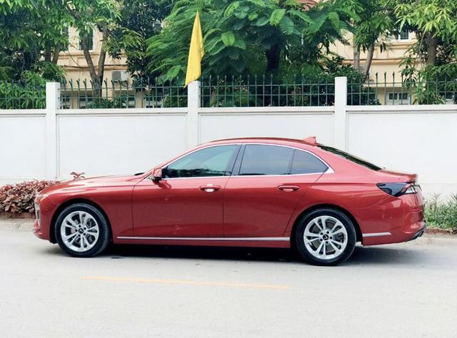 Mới chạy 3.300 km, người dùng đã bán VinFast LuxA2.0 với giá 1,1 tỷ đồng - Ảnh 1.