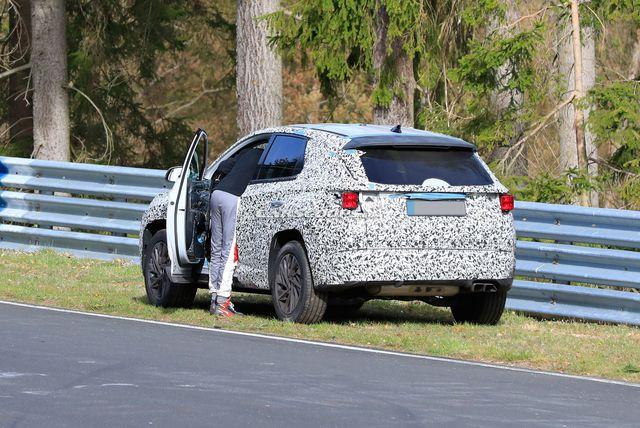 Góc hoang mang: Hyundai Tucson đời mới suýt rơi cả bánh khi chạy thử tốc độ cao - Ảnh 3.