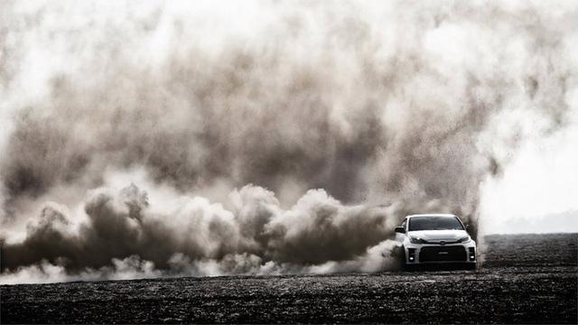 Xe cán bộ Toyota Corolla úp mở bản hiệu suất cao với động cơ tăng áp mạnh mẽ như xe Đức - Ảnh 1.