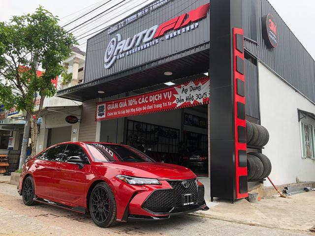 Đàn anh Camry - Toyota Avalon TRD 2020 đầu tiên về Việt Nam bất ngờ xuất hiện tại Cần Thơ - Ảnh 1.