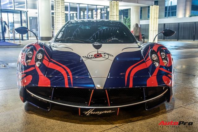 Vừa chốt mua Maserati Levante Trofeo, Minh nhựa mang Pagani Huayra đánh bóng mặt đường đêm - Ảnh 2.