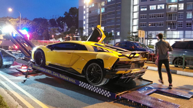 Đại gia Singapore lái Lamborghini Aventador S húc đuôi một chiếc Lamborghini giống hệt xe mình  - Ảnh 2.