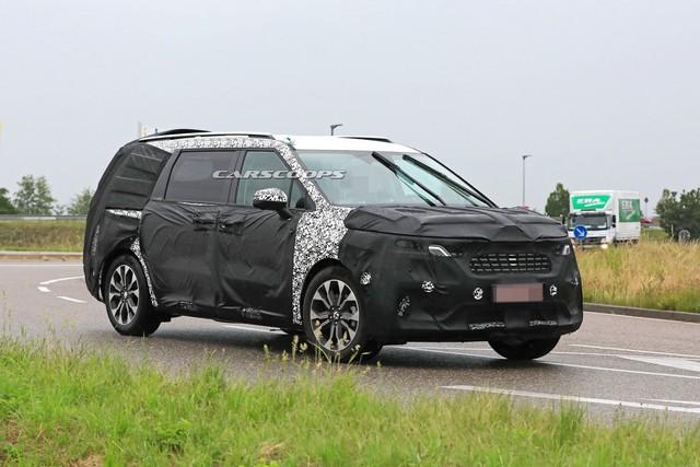 Kia Sedona thế hệ mới lần đầu lộ ảnh chính hãng: Rõ nét Range Rover, thiết kế kích thích hơn hẳn bản cũ - Ảnh 2.
