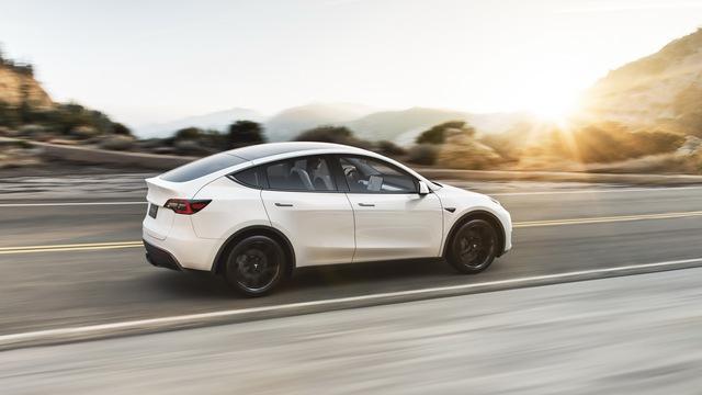 Tesla lại bị chỉ trích thậm tệ vì chất lượng sản phẩm mới - Ảnh 1.