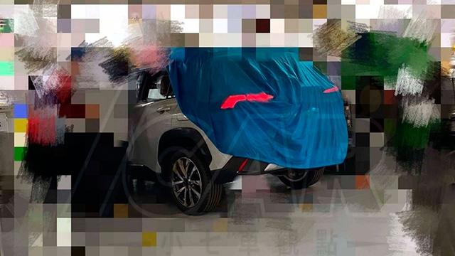 Toyota Corolla Cross sắp về Việt Nam lần đầu lộ diện lột bỏ lớp ngụy trang - Ảnh 1.