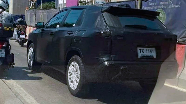 Toyota Corolla Cross sắp về Việt Nam lần đầu lộ diện lột bỏ lớp ngụy trang - Ảnh 2.