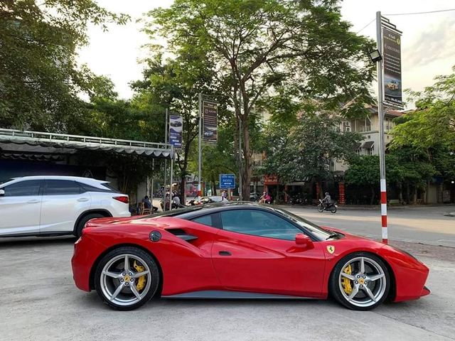 Ferrari 488 GTB bán lại chỉ 6,8 tỷ sau 5 năm, rẻ hơn cả Mercedes-Benz S-Class 2020 - Ảnh 2.
