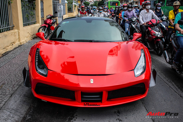 Bị cộng đồng mạng gạch đá, Ferrari 488 GTB độ Liberty Walk độc nhất Việt Nam lại lột xác sang màu áo mới - Ảnh 3.
