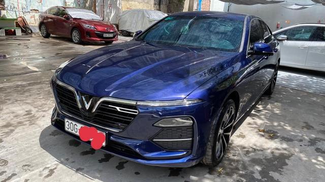 VinFast Lux A2.0 bán lại giá hơn 1 tỷ đồng sau 5.000km, chủ nhân là đại gia thay xe như thay áo - Ảnh 1.